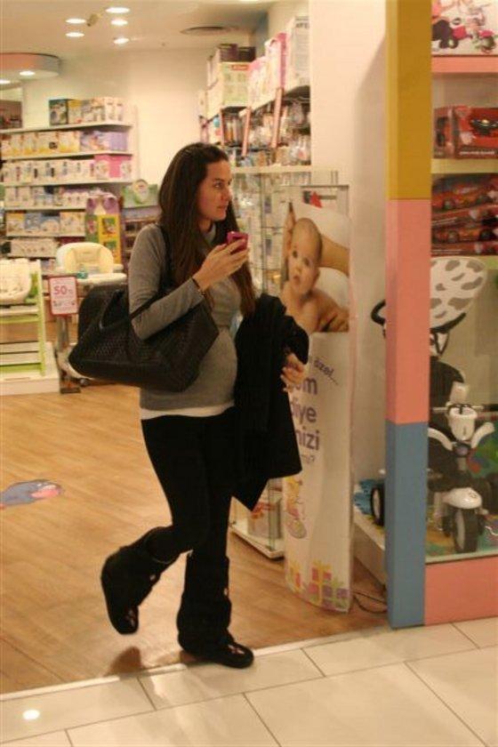 Minik 'Emine'ye bebek alışverişi