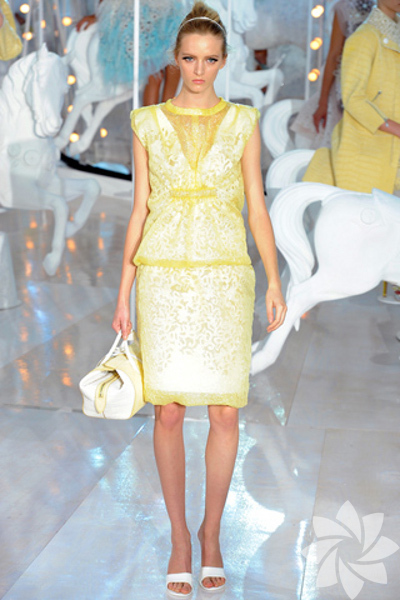 Louis Vuitton 2012 �lkbahar/Yaz defilesi