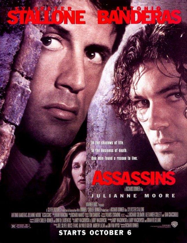 11-Suikast Çemberi (Assassins) (1995)\n\nİki rakip kiralık katili karşı karşıya getiren ve buna 'heyecanlı' bir omurgadan yaklaşan bir eser. Başrollerde Slyvester Stallone ve Antonio Banders var. Kuşak çatışmasının böylesini izlemeyi nasip kılanlar ise burada ilk senaryolarını veren Wachowski Kardeşler ile yönetmen Richard Donner.