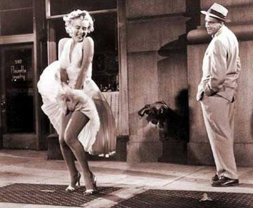 ABD'li bir kozmetik firması beyazperdenin efsane sarışını Marilyn Monroe'nun kendisiyle özdeşleşen film sahnesi anısına ilginç bir etkinlik düzenledi.