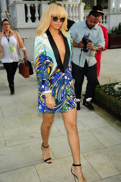 Rihanna ceketle