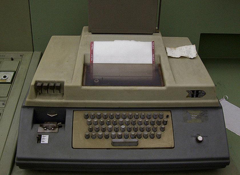 \n* Haberleşmede telex kullanılırdı.