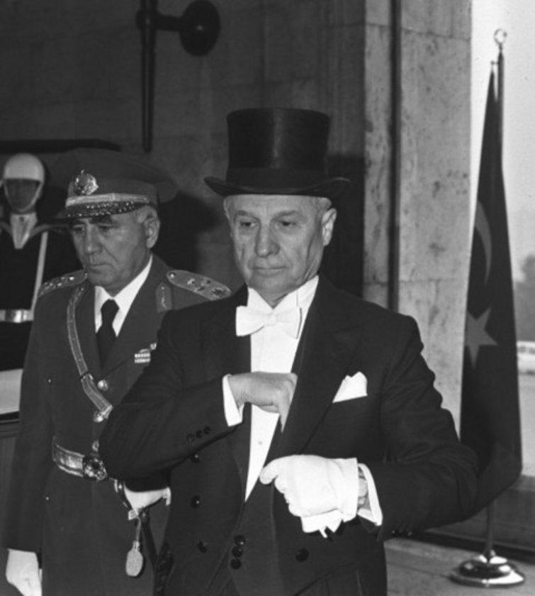 \n* Kenan Evren Cumhurbaşkanıydı, Turgut Özal 1983 sonunda başbakan oldu.