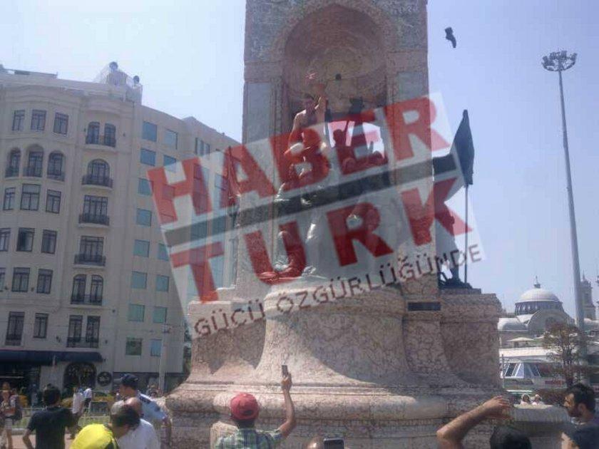 Taksim Meydanı'nda çıplak