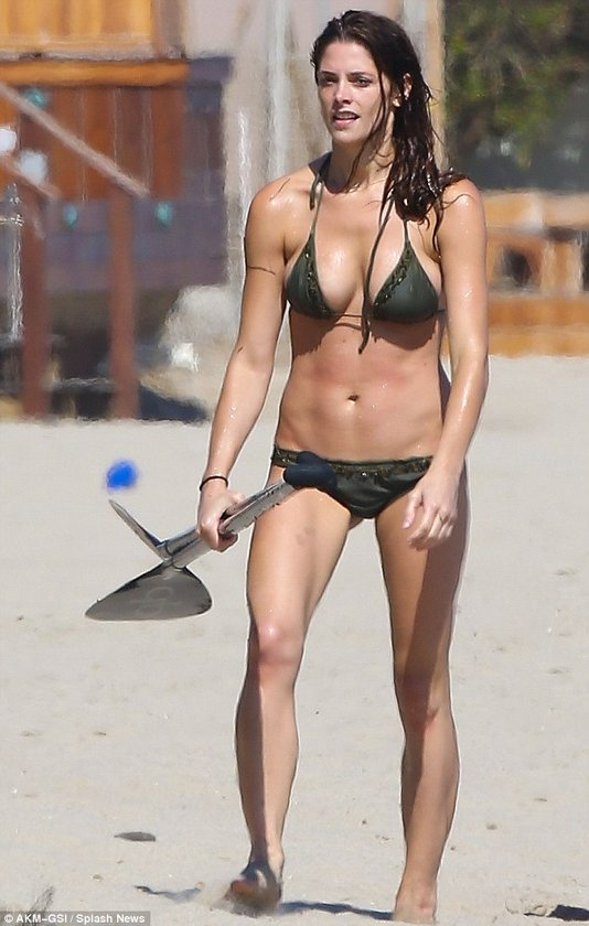 Ashley Malibu sahillerinde...