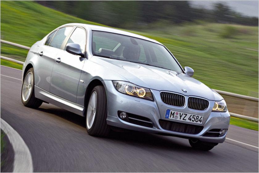BMW 316 İ -\nESKİ FİYAT:39.950 YENİ FİYAT: 40.820 (Euro)
