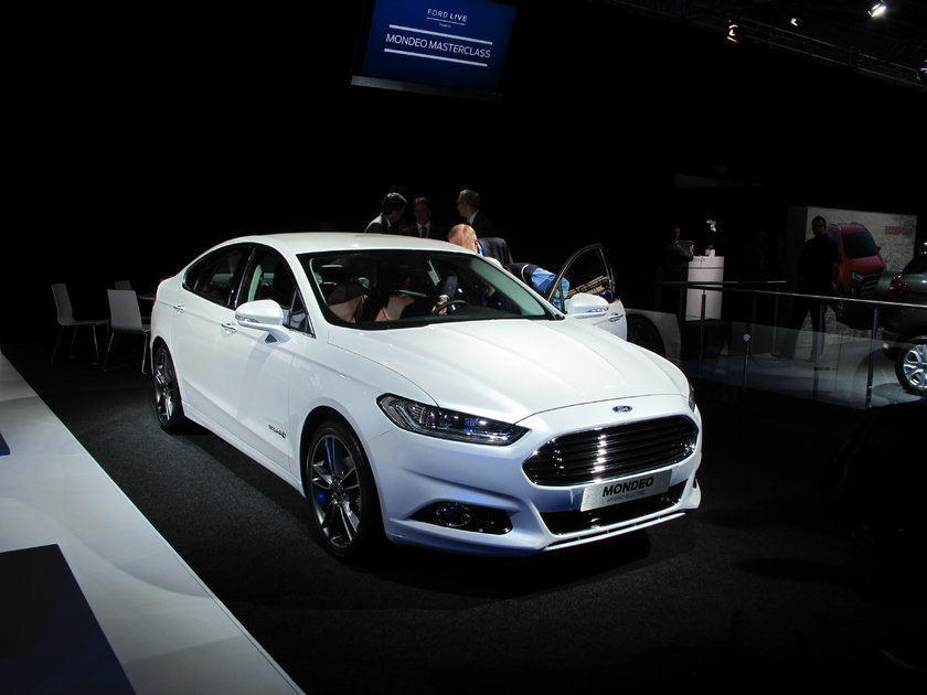 Ford Paris'te 2013 yılına güçlü girmesini sağlayacak olan yeni Fiesta ve Mondeo modellerini sergiledi.
