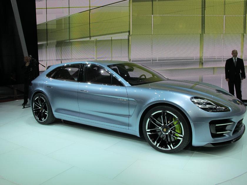 Porsche Paris'te yeni Carrera 4 ve 4S'in yanı sıra Panamera Sport Turismo konseptini sergiledi.