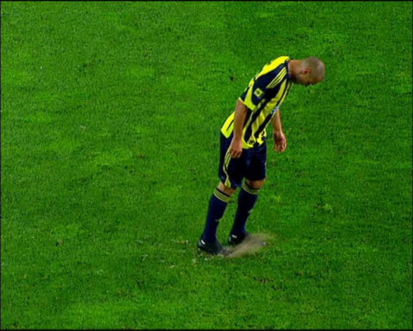 \nFenerbahçe'nin Kadıköy'de Beşiktaş'ı 1-0 yendiği 18 Nisan 2010 tarihindeki lig maçında sarı-lacivertli takımın ''Bilica'' lakaplı Brezilyalı futbolcusu Fabio Alves Da Silva, siyah-beyazlı takımın 64. dakikada kazandığı penaltı atışı öncesinde penaltı noktasını kramponuyla eşeledi. Daha sonra Beşiktaşlı Bobo'nun kullandığı penaltı atışını kaleci Volkan Demirel kurtararak, ezeli rakibine beraberlik şansı tanımadı.