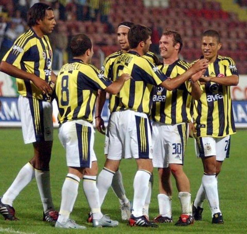 """20-""""Fener şampiyonluğa, Beşiktaş kongreye"""" BJK 1-3 FB (25 Nisan 2004) 2003-2004 sezonunda ligin ilk yarısını 11 puan önde kapatan Beşiktaş Ocak ayından sonra önlemez bir düşüş yaşayıp liderliği Fenerbahçe'ye kaptırıyor. İnönü'deki final niteliğindeki buluşmada Sarı-Kanaryalar rakibine son darbeyi indirip maçı 3-1 kazanınca Beşiktaş Başkanı Serdar Bilgili ertesi gün kongre kararı alıyor."""