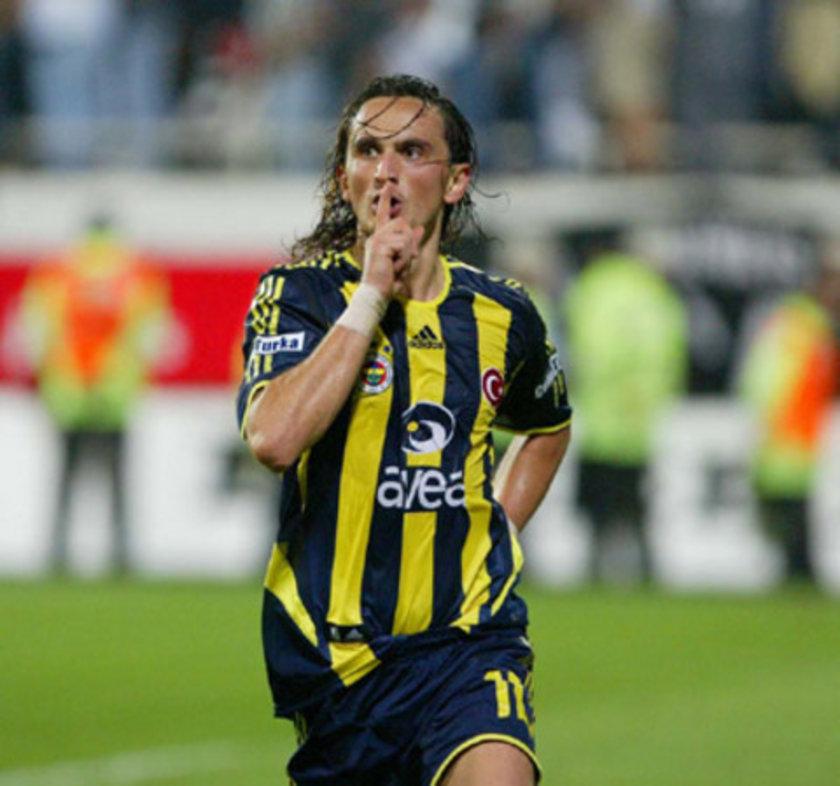 """8-""""Kalpler durdu, Tuncay durmadı"""" 2005-06 BJK-FB 1-2 Nefeslerin tutulduğu, 90 artılarda gelen iki golle heyecanın tavan yaptığı bir maç. Ezeli rakiplerin İnönü stadındaki kapışmasında Beşiktaş Anelka'dan yediği golle maçı uzun süre 1-0 yenik götürüyor. Duraklama dakikalarında Fener kalesine müthiş bir füze göndererek durumu eşitleyen Kleberson'a cevabı yine uzatma dakikalarında pes etmeyi hiç sevmeyen bir yıldız Tuncay Şanlı veriyordu"""