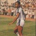 """17-""""Ferdinand'ın unutulmaz slalomu"""" FB 0-1 BJK (21 Haziran 1989) Les Ferdinand sadece 1 yıl oynadığı Beşiktaş'ta taraftarın sevgilisi olmayı başarırken, Fenerbahçe ağlarına da müthiş bir slalom gol bıraktı. 1989 yılının Türkiye Kupası ilk maçında Fenerbahçe ile Beşiktaş Fenerbahçe stadında karşı karşıya. Kara-Kartalın sahadan 1-0 galip ayrıldığı maçın en unutulmaz anı hiç şüphesiz Ferdinand'ın golüydü."""