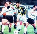 """18-""""Derbi tarihinin en erken golü Boliç'ten"""" BJK 1-2 FB (10 Mart 1996) İnönü stadında buz gibi bir hava. Daha dakika dolmadan 15.saniyede Fenerbahçe Boliç'le öne geçiyor. Maçı da 2-1 kazanan Sarı-Kanaryalar şampiyon bitirdikleri sezonda en önemli 3 puanlardan birini İnönü'den çıkartıyor."""