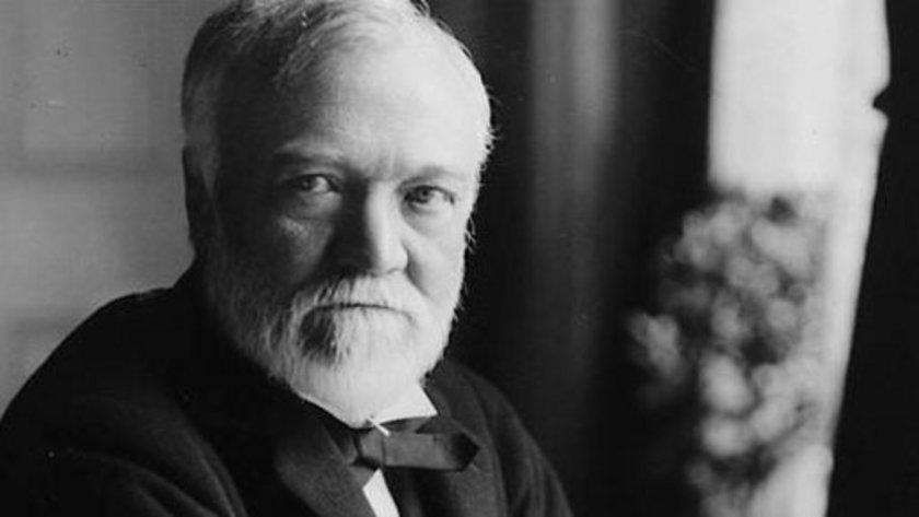 Andrew Carnegie (1835-1917) 310 MİLYAR DOLAR \nİskoç asıllı ABD vatandaşı olan Andrew Carnegie, çelik sanayii ve demiryolu yatırımları ile zengin oldu.