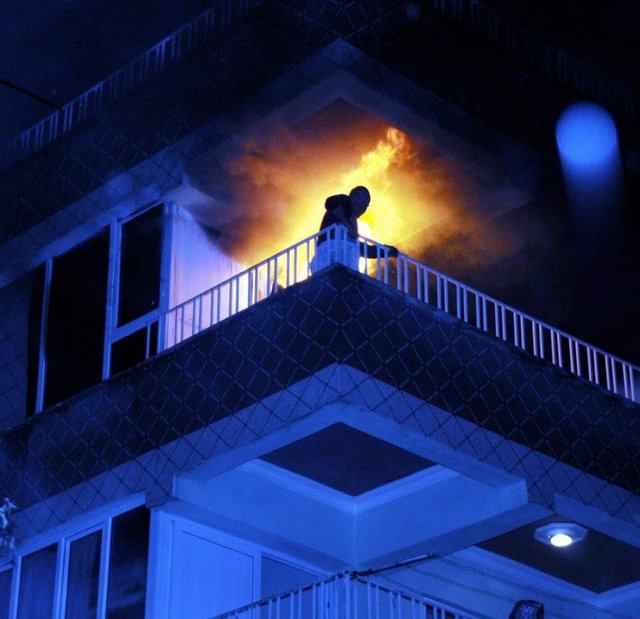 Alevlerin içinde kurtarılma...
