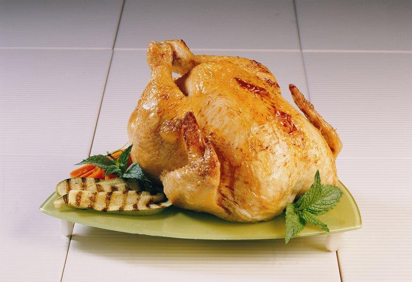 Tavuk (ızgara) 100 gr - 132 cal\nTavuk göğsü(haşlanmış) - 100 gr - 150 cal