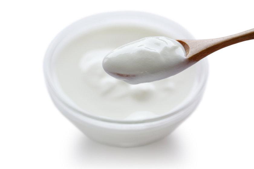 Yoğurt(yağlı) 100 gr - 95 cal\nYoğurt(yağlı,meyveli) - 100 gr - 125 cal