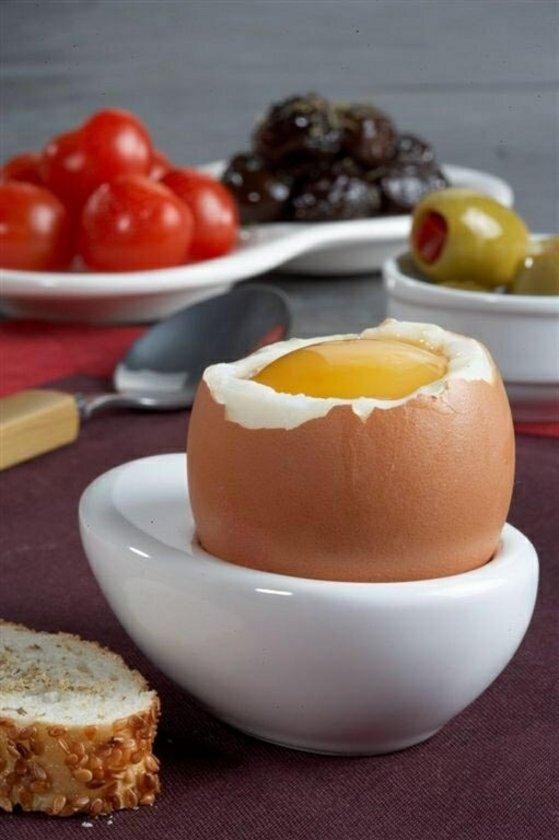 Yumurta 1 adet - 80 cal\nYumurta akı 1 adet - 15 cal\nYumurta sarısı - 1 adet - 65 cal