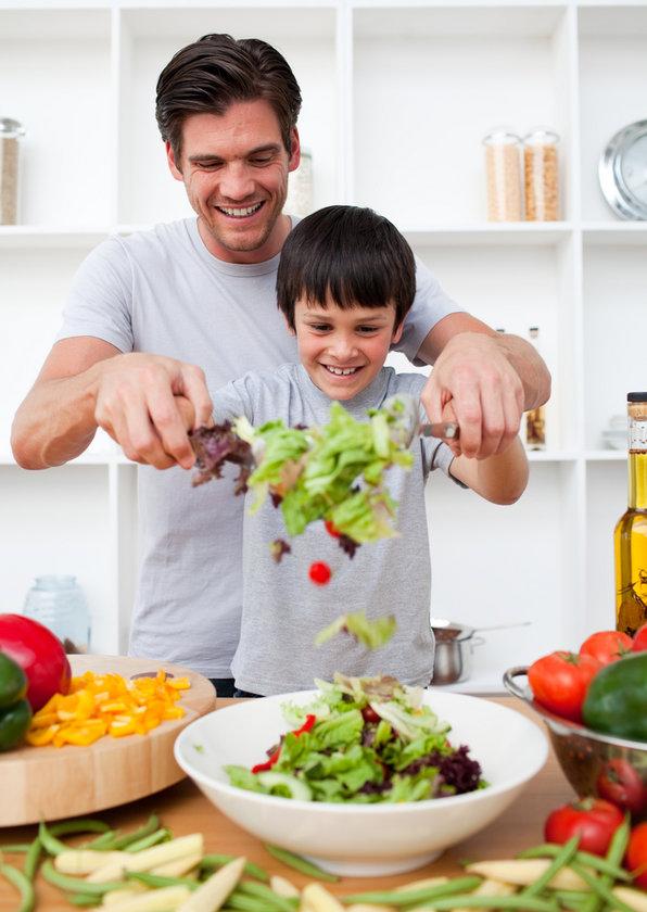 Lif bakımından yeterli olan yiyecekler şunlardır: havuç, pırasa, elma sebze, meyve, marul domates, brokoli,\n