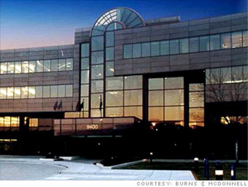 18. Burns & McDonnell: Mühendislik ve inşaat firması Burns & McDonnell'ı çalışanları 1986 yılında Armco Steel'den aldı. Her ocak ayının ilk iş gününde şirketin kuruluşunu kutlamak için yöneticiler ve ofis çalışanları, işçileri ağırlayıp acı biber ikram eder Ana merkez: Kansas City, Missouri