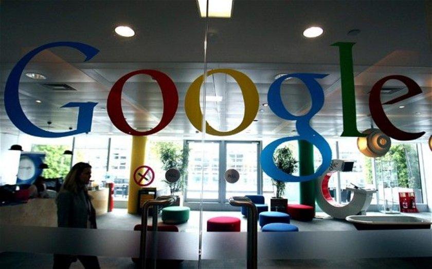 1.Google: Fortune dergisine göre Google çalışmak için en iyi teknoloji şirketi. Zirveye yerleşen şirketin uzun bir geçmişi var. 2012`de elde ettiği gelir yaklaşık 38 milyar doları bulan internet devi Google geçen sene de 1 sıradaydı. Bu sene kampüsüne üç yaşam merkezi, içinde basketbol kortları, buz hokeyi pisti barındıran 28 dönümlük spor kompleksi ekleyen Google 4. kez zirveye yerleşti Ana merkez: Mountain View, Kaliforniya\n