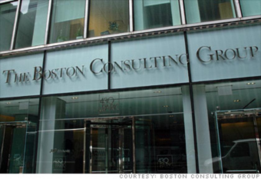"""4. The Boston Consulting Group: Geçen sene ikinci sırada olan saygın danışmanlık firması bu sene dördüncü sırada. Uzun haftalar yoğun iş temposunda çalışan bireylerin iş- yaşam dengesini """"kırmızı bölge raporu"""" oluşturarak koruyor. Yeni danışmanlar işe başlama tarihlerini 6 ay kadar erteleyebilir ve kar gütmeyen işe gönüllü olmak için 10 bin dolar alabilir. Ana merkez: Boston, Massachusetts"""