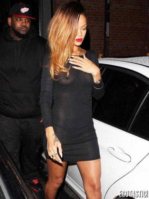 Rihanna verdiği frikikleri hiç umursamadı
