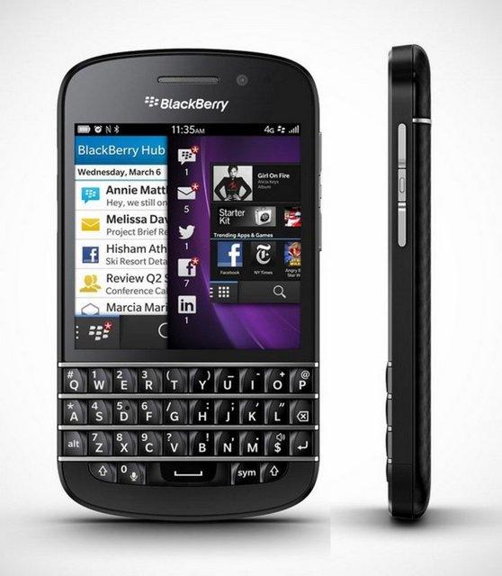 Blackberry Q10: Blackberry'nin bu ay çıkaracağı yeni cihazlarından olan Q10, fiziksel Qwerty klavyenin yanısıra 3.1 inçlik dokunmaitk ekrana sahip. 139 gram ağırlığında ve 10.3 mm kalınlığındaki telefonun 16 GB'lik dahili hafızası microSD kart desteğiyle 64 GB'ye kadar çıkarılabiliyor. 8 megapiksellik kamerası bulunan telefon, Blackberry'nin yeni işletim sistemi platformu BB 10 ile çalışıyor. Çift çekirdekli 1.5 GHz hızında işlemcisi olan Q10'da, 10 saati bulan konuşma süresi sunan batarya kullanılmış.