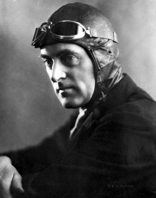 """1927 yılında İngiliz Malcolm Campbell """"Bluebird"""" adlı otomobili ile saatte 281,4 km hız yaparak dünya rekoru kırdı."""