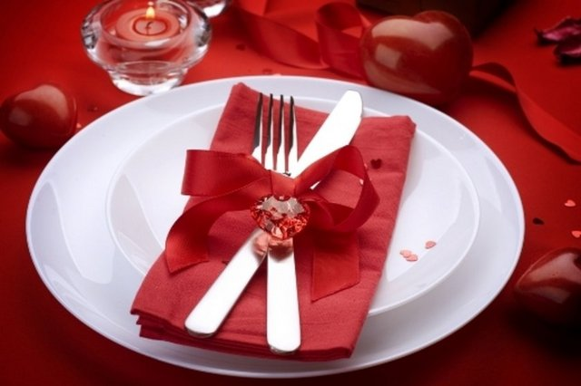 Güzel bir akşam yemeği her iki cinsin de birbirine yapabileceği romantik jestlerden biri.