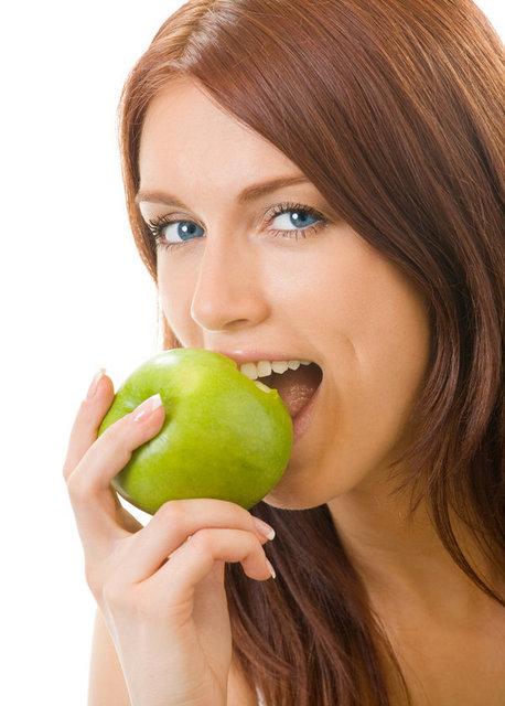 Elmanın içerisinde bulunan phloridzin maddesi kemik yoğunluğunu arttırır, kemikleri korumada yardımcıdır. Kadınların ilerki yaşlarda yaşayacağı olası kemik erimesine karşı güçlü bir savaşçıdır