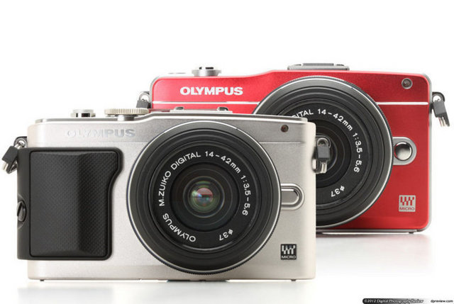Olympus E-PL5 Olympus'un ilkini 1959'da çıkardığı ve 2009'da ilk dijital modelini sunduğu PEN serisinin en yeni modeli olan E-PL5, 170 derece dönebilen 3 inç büyüklüğünde dokunmatik ekrana sahip. 12 sanat filtresi bulunan cihazın, 16 megapiksellik sensörü var. ISO değeri 25.600'e kadar çıkan makinede gümüş, siyah ve beyaz olmak üzere 3 renk alternatifi bulunuyor. 38.2 mm kalınlığındaki Olympus E-PL5'in pil ve hafıza kartıyla birlikte toplam ağırlığı 325 gram.