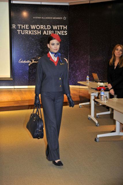 Medyada yayınlanan fotoğrafların kıyafet seçeneklerinden bir tanesi olduğunu ifade eden THY yetkilileri, diğer tasarımları da paylaştı.