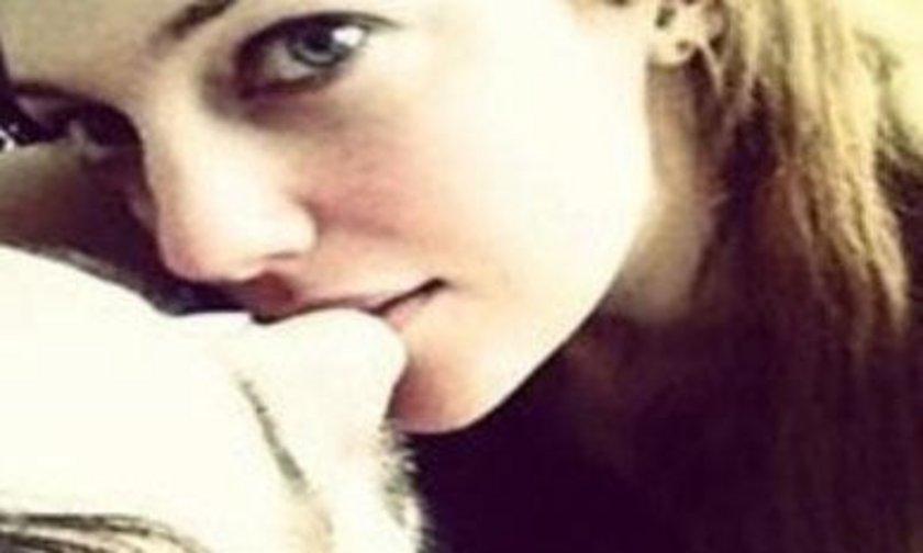Meryem Uzerli sevgilisiyle ayrıldığı iddialarına Twitter'da paylaştığı bu kare ile cevap verdi.