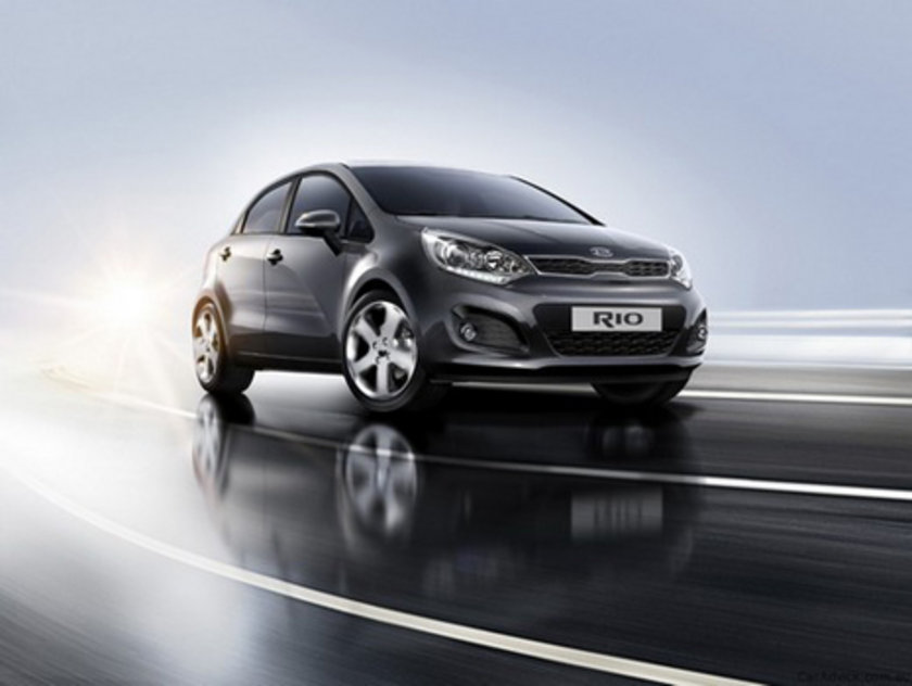 Kia Rio Sedan 1.4 Otm. 100 Km'de 6.8lt yakıt tüketiyor.