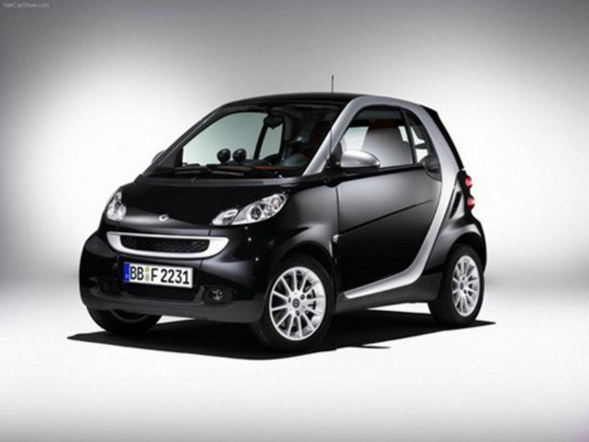 Smart fortwo coupe passion 100 Km'de 4.7lt yakıt tüketiyor.