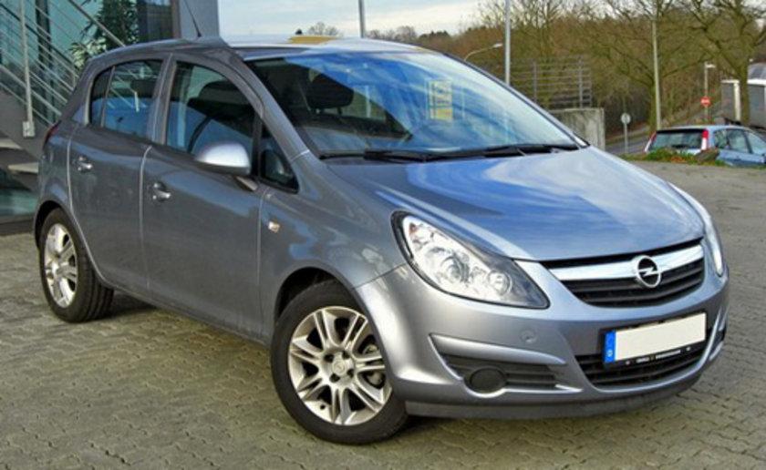 Opel Corsa 1.2 100 Km'de 5.3lt yakıt tüketiyor.