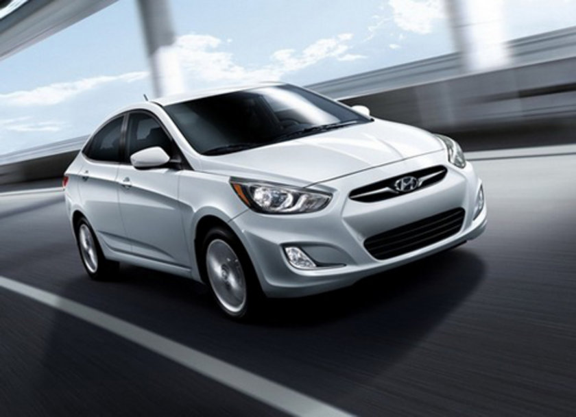 Hyundai Accent Blue 1.4 CVVT Otm. 100 Km'de 6.3lt yakıt tüketiyor.
