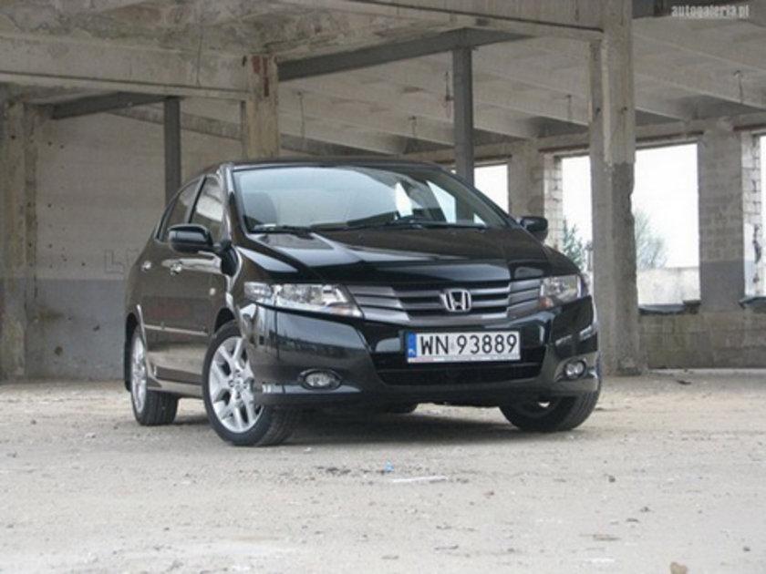 [B Segmenti Sedan Benzinli Otomatik] Honda City 1.4 CVT 100 Km'de 6.3lt yakıt tüketiyor.