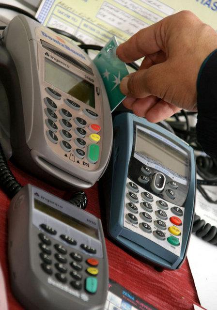 1- Öncelikle kredi kartını düzenleyen veya kredi veren bankaya başvuruda bulunularak söz konusu kesintilerin iade edilmesi talep edilmelidir.