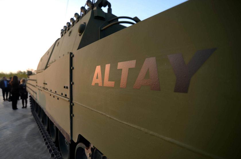 Türk savunma sanayisine yeni teknolojiler ve yetenek kazandıracak ilk Türk milli tankının tasarımı, prototiplenmesi, testleri ve kalifikasyonunun yaklaşık 500 milyon dolara mal olması öngörülüyor.\n