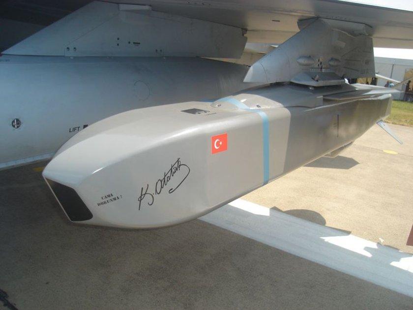 F-35'E HAZIRLANIYOR<br>\nSOM füzeleri, F-4E/2020 ve F-16 uçaklarında kullanılacak şekilde geliştirildi. Türk Hava Kuvvetleri'nin 2019'dan itibaren kullanacağı yeni nesil F-35 uçaklarında taşınacak SOM-J varyantı için de geliştirme çalışmalarına başlandı.