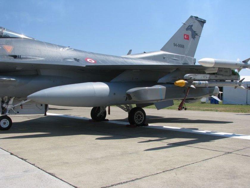 Testleri Eskişehir 1. Ana Jet Üs Komutanlığı'na bağlı 111'inci Panter Filo'da gerçekleştirilen SOM-B2, önceki iki varyanttan farklı olarak, ikili harp başlığı taşıyor.