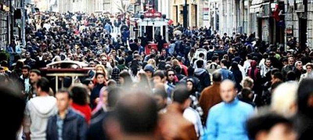 İSTANBUL:  2010'da 52.774 kişi ölürken, ölen erkek sayısı 28.803, ölen kadın sayısı 23.971 oldu.  Bir sonraki yıl 53.103 kişi ölürken, ölen erkek sayısı 28.930, ölen kadın sayısı 24 173 olarak açıklandı.