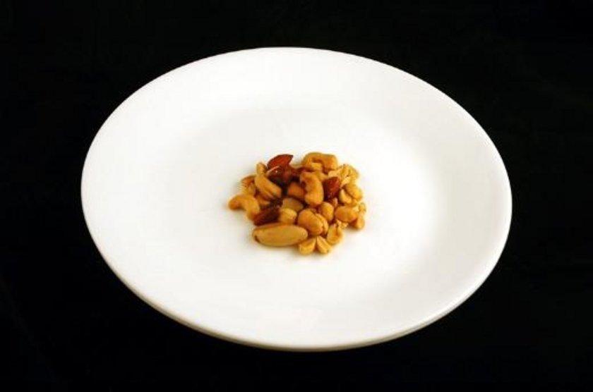 33 gram tuzlu fıstık = 200 kalori