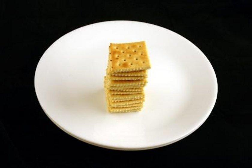 50 gram tuzlu kraker = 200 kalori