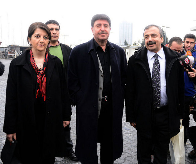 İkinci İmralı heyeti Öcalan'la görüşmek üzere Ada'ya gitti.
