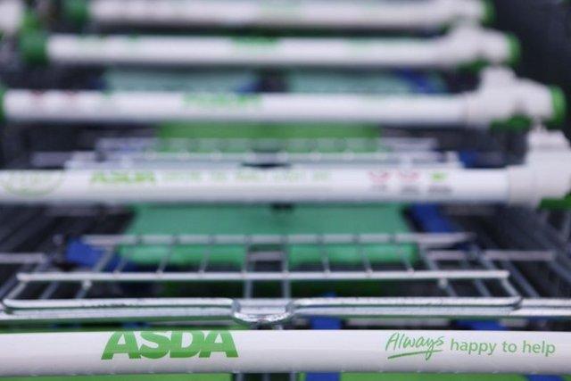 ABP-SILVERCREST/16 OCAK: At eti skandalı ilk olarak 3 süpermarkette ortaya çıktı. Asda, the Co-op and Sainsbury isimli bu 3 süpermarket, olayın duyulmasının hemen ardından söz konusu dondurulmuş etleri raflarından kaldırdı.