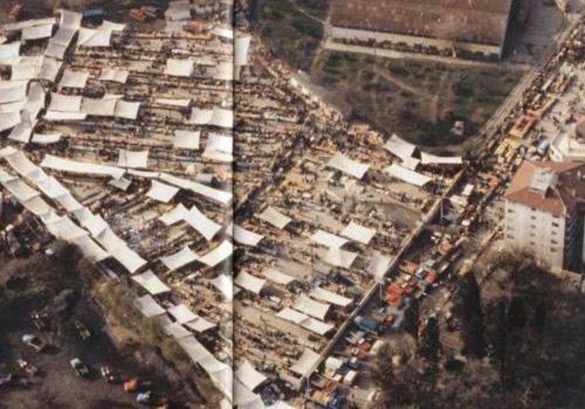 <p>1978 yılının Kadıköy'ünde ünlü Salı pazarı objektiflere işte böyle yansımış.</p>