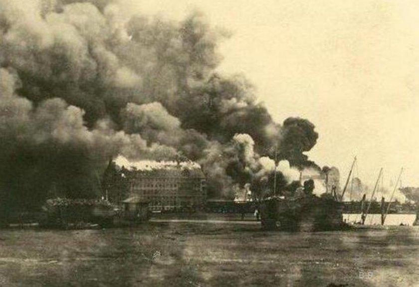 <p>Suriye Cephesi'ndeki 4. Ordu'ya cephane götüren trenin infilak etmesi sonucu çıkan yangın (6 Eylül 1917. Haydarpaşa)</p>